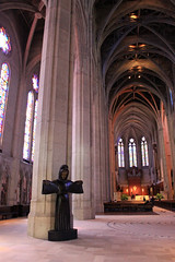 With Open Arms (JB by the Sea) Tags: sanfrancisco california april2017 urban nobhill gracecathedral church gothic frenchgothic statue sculpture benjaminbufano beniaminobufano