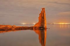 2017-05-09_12-13-31 (adribouzada) Tags: torre nocturna cambados galicia tradición arousa sadurniño mar agua reflejo