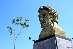Bolívar (Gaby Fil Φ) Tags: bolívar simónbolívar pueblolibrelima lima perú distritidepueblolibrelima sudamérica plazabolívarpueblolibrelima esculturas independenciadelperú