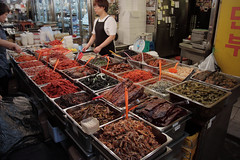 IMG_6766_RAW (jeremy!) Tags: seoul korea southkorea dongdaemun canoneosrebelt1i canon1740mm dongdaemunnightmarket