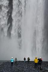 Skogafoss, tourists and waterfalls (rafpas82) Tags: iceland water waterfall waterfalls skogafoss foss cascata cascada easter2017 d7000 nikond7000 nikon 1770sigmacontemporary 1770sigma 1770 sigma1770 tursists