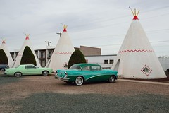 DSC_0156_1355 (thokaty) Tags: holbrook arizona route66 vintagecar wigwammotel roadtrip travelphotography