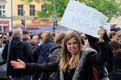 BERLIN - FREE HUGS (Punxsutawneyphil) Tags: europe europa deutschland deutsch german germany alemania berlin hauptstadt capital girl woman frau chica freehugs smile kreuzberg 1stofmay 1mai lady
