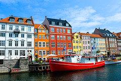 Copenhague with a little sweetheart (A's.Gallery) Tags: copenhague denmark dinamarca copenhagen nyhavn rosenborg castle christianborg palace amalienborg gefionspringvandet frederiks kirke st albans church the little mermaid