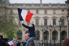 French Election: Celebrations at The Louvre 🇫🇷 (Lorie Shaull) Tags: presidentielle2017 frenchelection frenchelection2017 emmanuelmacron thelouvre