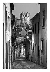 OPORTO  ( Barrio antiguo y Catedral ) (RAMUBA) Tags: oporto portugal se catedral callejon cathedral alley