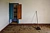 El cuarto de la limpieza (f@gra) Tags: cuarto room urbex abandono abandoned galicia spain escoba broom interiorismo indoor interiordesign