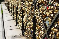 Amours cadenassées (Sémi Debbeche) Tags: paris cadenas amour love indestructible pont arts bridge photography semi debbeche locker