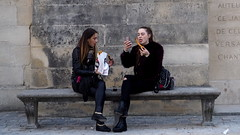 Churro-selfie (Pablo Garcia Ortiz) Tags: churro paris girls colour olympus street streetphoto