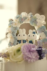 rabbit and bunny with the flower arch custom wedding cake topper (charles fukuyama) Tags: wedding weddingcaketopper cute animalscaketopper handmadecaketopper cakedecor initials weddingseason gardenwedding couple marriage justmarried claydoll gift kikuike 토끼 hase conejo ウサギ coniglio