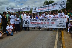Moradores de Nova Lima protestam na MG-030 contra tráfego de carretas (portalminas) Tags: moradores de nova lima protestam na mg030 contra tráfego carretas