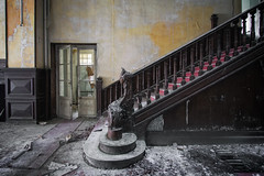 Come to my world (Alexandre Katuszynski) Tags: urbex urbanexploration ue urbexfrance abandoned abandonné hôtelabandonné hotel abandonedhotel lostplaces lowlight light verlassen forgotten decay derelict decayed stairs staircase abandonedstaircase abandonedstairs rotten