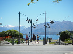Christmas at Lake Wanaka, New Zealand (Kalpesh Patel.) Tags: lakewanaka wanaka newzealand southisland beautiful serence picturesque mountain lake forest hill sky cloud snowcapped tree town lively crystalclear christmas festive decoration tinsel sun happytown healthytown activity bustling