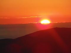 Amanecer. (Lautaro.Rocha) Tags: sun mountain sierras amanecer dawn aurora