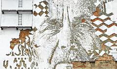 Lisboa 2017 - Arte Urbana de Vhils na Rua de Cascais (Markus Lüske) Tags: portugal lisbon lisboa lissabon art arte kunst streetart graffiti graffito urbanart urban mural wandmalerei street strase lueske lüske