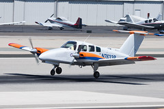 Private (So Cal Leasing) Beech 76 Duchess N7633B (jbp274) Tags: smo ksmo santamonica airport airplanes beech beechcraft duchess beech76