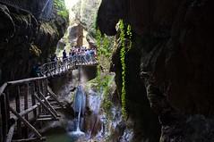 Le Grotte del Caglieron (Guido Andolfato) Tags: nikond300 vrzoom1685mmf3556gifed grottedelcaglieron passerella