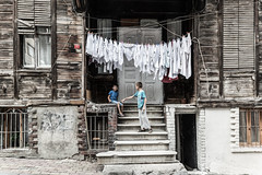 Laundry with Boys-DSC_4222 (thomschphotography3) Tags: turkey istanbul children boys streetphotography oldhouse laundry asia