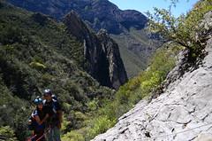Alexa y César (::: Mer :::) Tags: sierrazapaliname coahuila cañondesanlorenzo rapel rappel outdoors mountains montañas cerros hiking montañismo caminata naturaleza nature canyon