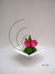 The last one... (Yara Yagi) Tags: origami paper papel flor flower ikebana orquídea orchid
