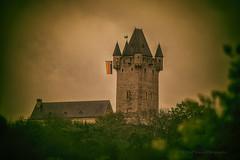 Burg Nassau (videamus) Tags: burg nassau lahntal taunus rheinlandpfalz vintage castles europe deutschland germany castelli rheinlahnkreis gipfelburg hohen burgberg erster mai 2017 flagge fahne denkmäler