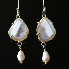 Mini geode and pearl earrings