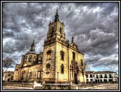 Iglesia de Santo Tomás Apóstol (Jose Roldan Garcia) Tags: cielo colores nubes aire arquitectura orgaz iglesias atardecer atmósfera viento toledo historia