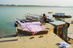 6 metros de tela (Nebelkuss) Tags: india uttarpradesh varanasi benarés asia rio river ganges sharee sari fujixpro1 fujinonxf23f14 namaste