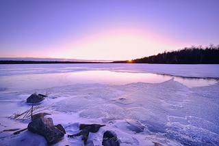 Quand la glace s'illumine sous les feux d'un soleil naissant