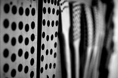 So viele Löcher - So Many Holes (Bernd Kretzer) Tags: bürstenköpfe brush heads pinselmuseum bechhofen schwarzweiss blackwhite nikon afs dx nikkor 35mm f18 g