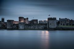King John's Castle 9-2-2017 (John Holmes (DAJH51)) Tags: shannon bluehour castle evening limerick longexposure medieval river kingjohnscastle blue hour rivershannon