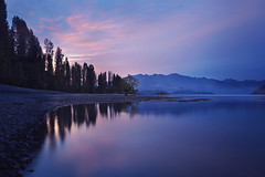 A Pleasant Evening at Lake Wanaka (lfeng1014) Tags: apleasantevening lakewanaka wanaka otago southisland newzealand eveninglight lake reflection mountain canon5dmarkiii ef1635mmf28liiusm leefilters longexposure 30seconds travel lifeng