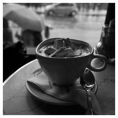 L'heure du goûter (objet introuvable) Tags: blackandwhite bw nb noiretblanc monochrome square carré chocolat tasse spoon cup cuillère pause café bar prague praha panasonic lumixgx8 light lumière lumix pluie rain
