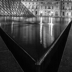 Le Louvre 2 (antoinedubois) Tags: lelouvre louvremuseum museedulouvre pyramid louvrepyramid pyramidedulouvre paris noiretblanc blackandwhite night nightshot architecture archi reflet reflection museelouvre palaisdulouvre canon pro90 pro90is olddigitalcamera louvre