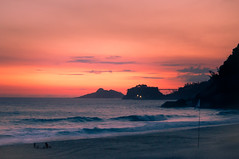 Puesta de Sol en Rio (Marcos Lozadam63) Tags: sun set leblon puestadesol costa mar sea playa beach atardecer