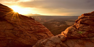 Golden Sunrise above the Desert|Canyonlands National Park, Utah