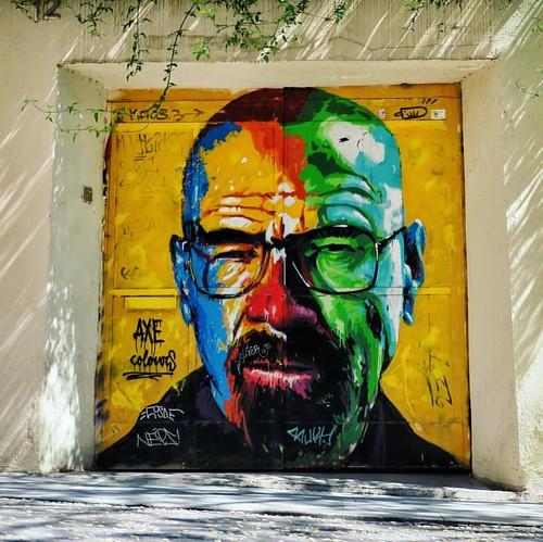 Street Art dans notre quartier fétiche de Barcelone : Gracia ... Perso, je suis fan ! Et vous ? BIG UP à l'artiste AXE Colours, et à Walter White de la série Breaking Bad @breakingbadofficial  😉 #streetart #axecolours #breakingbad #WalterWhite #barce