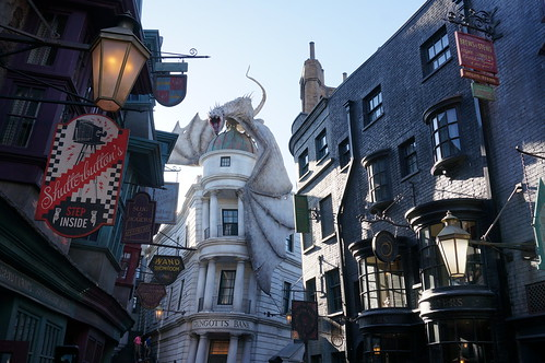 """Universal Studios, Florida: Diagon Alley • <a style=""""font-size:0.8em;"""" href=""""http://www.flickr.com/photos/28558260@N04/33907814624/"""" target=""""_blank"""">View on Flickr</a>"""