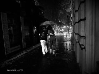 Cade la pioggia