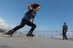 Acrobazie (roby rx) Tags: chiarapattini pattinaggioi pattini acrobazie salti mare slalom