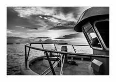 IMG_7795 (Carlos M.C.) Tags: holbox mañana madrugada despertar blanco negro color barco bote lancha ferry camarote rojo azul salvavidas amarre cuerda botes