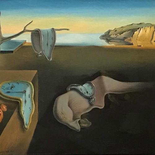 """""""La persistencia de la memoria"""" Hace 4 años lo vi en la gran retrospectiva de Dalí que organizó el @museoreinasofia pero no le pude tomar fotos. Unos de mis cuadros preferidos ever! Dalí 1931 #Dali #thepersistenceofmemory  #lapersistenciadelamemoria #moma"""