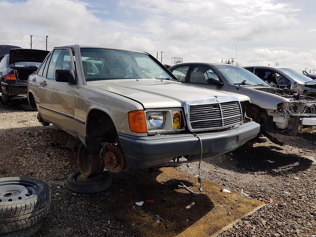 1986 Mercedes 190D (dave_7) Tags: 1986 Mercedesbenz Mercedes 190d Diesel  Car Junkyard Scrapyard