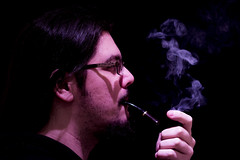 Pipa (_samush) Tags: hugo canon canon760d 760d pipa pipe humo smoke fumar smoking tabaco tobacco purple violet violeta blue azul t
