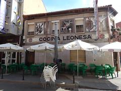 Cocina Leonesa (amgirl) Tags: restaurante virgendelcamino street marisqueria cocinaleonesa spain 2017 saturday sabado april15 day17 holyweek flowers balcony geraniums