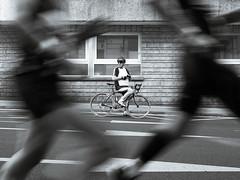 Espectador ciclista (kalezkale) Tags: streetphotgraphy maraton fotografia social urbana g vitoria gasteiz pais vasco euskalherria martin fiz