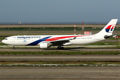 Malaysia Airlines   Airbus A330-300   9M-MTD   Shanghai Pudong (Dennis HKG) Tags: malaysia malaysiaairlines malaysianairlines mas mh airbus a330 a330300 airbusa330 airbusa330300 aircraft airplane airport plane planespotting shanghai pudong zspd pvg 9mmtd oneworld canon 7d 100400