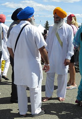 Gathering (diffuse) Tags: vaisakhi sikh msh0517 msh05172 white suit garments