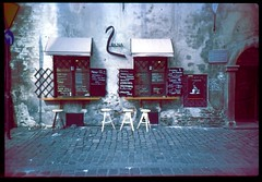 Café (Moryc Welt) Tags: kraków kazimierz poland lesserpoland europe iscanforlinux gimp expired slides transparency diy homemadesoup kodak kodake100g tetenalsp45 epsonv600 lomo lca