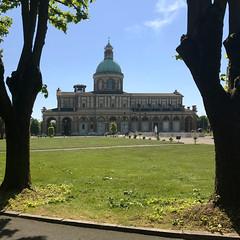 (Paolo Cozzarizza) Tags: italia lombardia bergamo caravaggio chiesa prato alberi fontana acqua scorcio